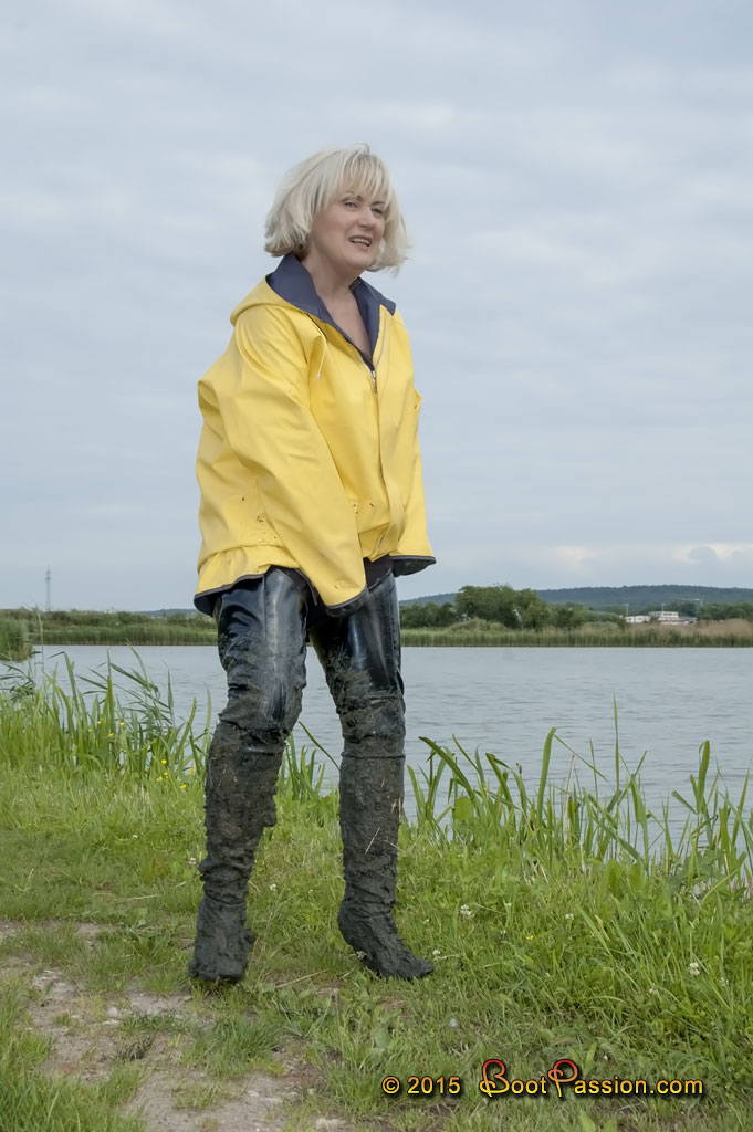 Women rubber hip boots mud pictures to pin on pinterest for Women s fishing waders