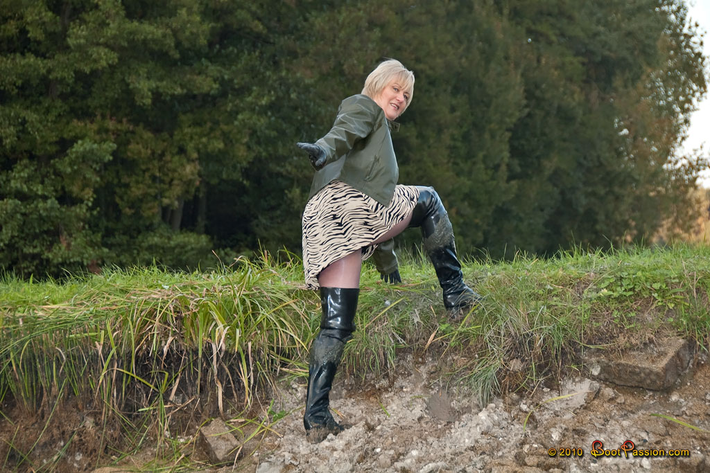 Cапожные женщины в грязи. Sp14_24