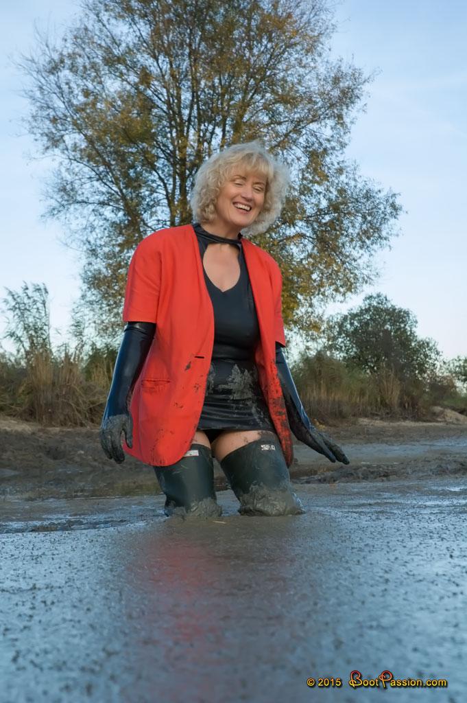 Cапожные женщины в грязи. Sp19_05